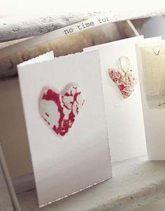 les petits cœurs, remplis de lavande, parfumeront armoires et tiroirs...