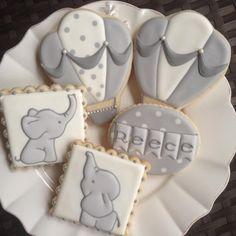 Elephant and hot air balloon baby shower cookies Fancy Cookies, Iced Cookies, Cute Cookies, Royal Icing Cookies, Cupcake Cookies, Cookies Et Biscuits, Sugar Cookies, Circus Cookies, Cookie Favors