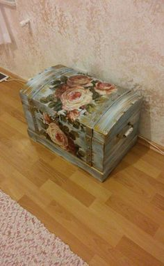 Decoupage Furniture Painted Furniture Repurposed Furniture D You are in the right place about Decoupage walls Here we offer you the most beautiful pictures about the Decoupage dresser Decopage Furniture, Paint Furniture, Repurposed Furniture, Furniture Makeover, Decoupage Vintage, Decoupage Dresser, Vintage Suitcases, Painted Boxes, Painting On Wood