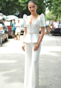 simple but ellegance Modern Filipiniana Gown, Filipiniana Wedding, Philippines Dress, Philippines Fashion, Grad Dresses, Evening Dresses, Casual Dresses, Barong Tagalog For Women, Filipino Fashion