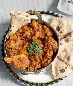 s food safari ~~~~: chicken curry in coriander yogurt sauce Indian Chicken Dishes, Indian Chicken Recipes, Chicken Recipes Video, Indian Food Recipes, Ethnic Recipes, Spicy Recipes, Vegetarian Recipes, Cooking Recipes, Chinese Dishes Recipes