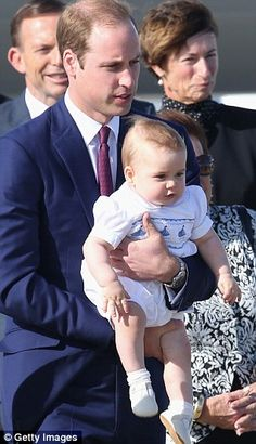 Daddy's turn: Prince William gives Kate a break and takes charge of George #princegeorge
