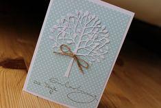 """Eine hübsche Einladungskarte zur Taufe eines Mädchen oder Jungen. """"Einladung zur Taufe"""" ist auf mintfarbenden Papier gestempelt. Ein schöner Baum mit einer Schleife dekorert die Karte. Zu der..."""