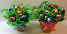 lollipop flower pots -- may be a nice pick me up for someone or a little congratulations gift. Could be cute party favors for the shower! Craft Gifts, Diy Gifts, Party Gifts, Party Favors, Candy Bouquet, Sucker Bouquet, Lollipop Bouquet, Flower Pots, Flowers