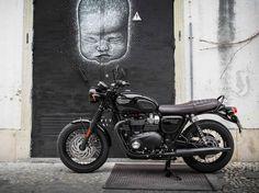 2016 Triumph Bonneville T120 BLACK edition.