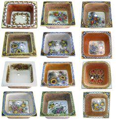 Handbemalte Küche Spülbecken. Sorgfältig bemalte italienische Waschbecken mit Blumen und barocken Motiven. Quadratische Küchenspülen mit Glasur, in Italien gemalt. Sie können diese Waschbecken im Badezimmer benutzen. Bald verfügbar! Frame, Home Decor, Moroccan Tiles, Tiling, Mexican, Baroque, Vanity Basin, Full Bath, Picture Frame