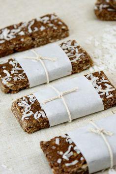 chocolate almOnd coconut granola bars