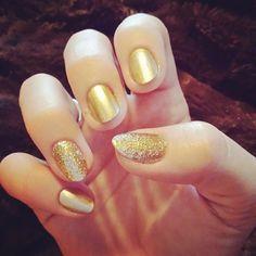 Pretty gold and glitter nails!