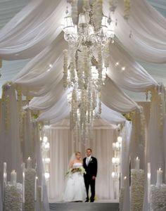That's a lot of white! wedding altar decorations   hasta el altar... by marsella.franco Keywords: #weddings #jevelweddingplanning Follow Us: www.jevelweddingplanning.com www.facebook.com/jevelweddingplanning/