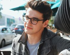 Teen Boy Haircuts, Blake Steven, Drawing People Faces, Teen Guy, Photo Poses For Boy, Curly Hair Men, Stylish Boys, Mens Glasses, Hot Boys