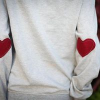 Heart elbow patched sweatshirt, love it! I do declare, this looks easy enough to do with a sweatshirt that's just layin' around in my closet...