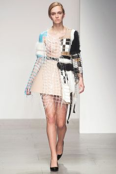 See the entire collection from the Central Saint Martins Fall 2014 Ready-to-Wear runway show. Knit Fashion, Fashion Art, Fashion Show, Fashion Outfits, Weird Fashion, Trendy Fashion, Central Saint Martins, Sculptural Fashion, Alternative Outfits