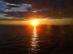 """Travel Notes: Tre volte all'alba.  """"Era l'alba.  Guardò il cielo lontano  rischiarato da una luce ambigua  e non fu più sicuro di niente.""""  Alessandro Baricco. Photo by S. Pluda"""