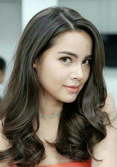 Urassaya Sperbund Conocida como Yaya Modelo y Actris Tailandesa Girl Face, Woman Face, Tips Belleza, Beautiful Asian Women, Pretty Face, Asian Woman, Beauty Women, Asian Beauty, Hair Beauty