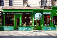 There are many reasons why Caffè Reggio in Greenwich Village is the grand dame of coffee shops. One is the espresso machine, allegedly the oldest in NYC. Village Coffee, American Cafe, Things To Do, Old Things, New York Tours, City Restaurants, Vintage New York, Road Trip, Philadelphia
