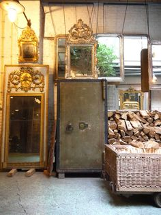Today a sneak peek in the world of Anouk Beerents , who is specialised in the import and export of antique, and authentic quality mirrors, t. Antique Mirror Glass, Ornate Mirror, Vintage Mirrors, Wood Mirror, Vintage Wood, Empty Frames, Industrial Door, Gold Gilding, Sleeping Dogs