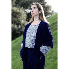 No es valiente quién no tiene miedo sino aquel que sabe conquistarlo👻🙅 www.tailorclothing.com 💍 @laiavarelajoyas 📷 @zzzblitch Kimono Top, Vest, Clothing, Cotton, Jackets, Collection, Tops, Women, Fashion