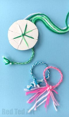 How to make Friendship Bracelets with a Cardboard Loom - easy yarn bracelets for kids. Great for road trips and summer camps! # yarn crafts for adults Easy Friendship Bracelets with Cardboard Loom - Red Ted Art - Make crafting with kids easy & fun Easy Yarn Crafts, Yarn Crafts For Kids, Arts And Crafts For Teens, Art And Craft Videos, Fun Crafts, Diy Bracelets With String, Yarn Bracelets, Bracelet Crafts, Easy Friendship Bracelets