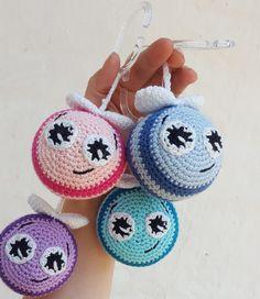 Crochet bee - Free crochet pattern on a rattle bee for the stroller # Baby-Uro crochet . Crochet bee – Free crochet pattern on a rattle bee for the pram crochet Source by thero Crochet Pattern Free, Crochet Bee, Crochet Gifts, Cute Crochet, Beautiful Crochet, Crochet Dolls, Crochet Baby Jacket, Baby Girl Crochet, Knitting Looms