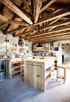 Ένας αρχιτέκτονας δίνει νέα ζωή σε αγροτικά και κτηνοτροφικά κτίσματα - POPAGANDA
