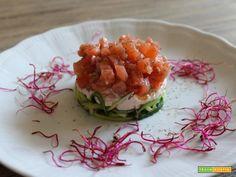 Tartare di salmone con spaghettini di zucchine  #ricette #food #recipes