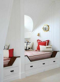 meuble marin, chambre de style marin, deco bord de mer, murs blancs, chambre insolite