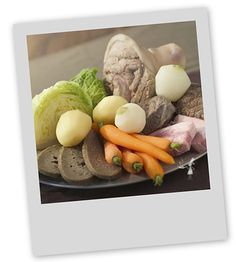 Plat riche et copieux, le kig ha farz est une recette typique et traditionnelle de Bretagne, du Finistère. Simple à cuisiner, ils combleront vos convives les plus affamés !
