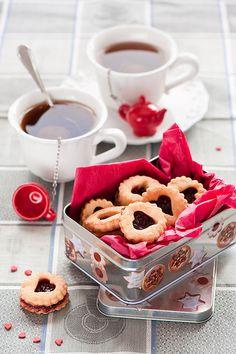 Valentine Tea Break - tea and lintzer jam cookies Coffee Time, Tea Time, Café Chocolate, Tea Cookies, Linzer Cookies, Filled Cookies, Thumbprint Cookies, Decorated Cookies, Valentines Day Cookies