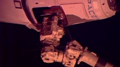 International Space Station captures SpaceX Dragon spacecraft - video