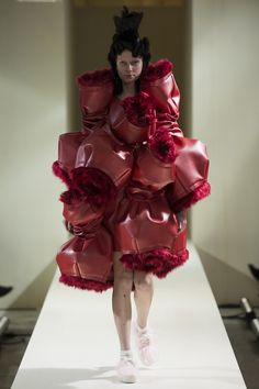Comme des Garçons Fall 2016 Ready-to-Wear Fashion Show  http://www.theclosetfeminist.ca/  http://www.vogue.com/fashion-shows/fall-2016-ready-to-wear/comme-des-garcons/slideshow/collection#11