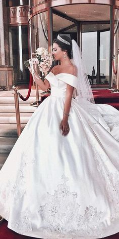 30 Ball Gown Wedding Dresses Fit For A Queen ♥ Look at the different kinds of ball gown wedding dresses.You'll find bridal dresses made from different fabrics, necklines and with variety amazing details. #wedding #bride #weddingdress #weddingforward V Neck Wedding Dress, Wedding Dress Shopping, Modest Wedding Dresses, Bridal Dresses, Gown Wedding, Wedding Bride, Dubai Wedding, Wedding Lace, Mermaid Wedding