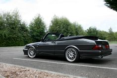 1987 Saab 900 Airflow Turbo Convertible found on Craiglist classifieds. This unique show-winning Saab was March 2010 Eurotuner Magazine Feature Car. Saab 900 Convertible, Saab Automobile, Saab Turbo, Mechanical Workshop, Saab 9 3, Cabriolet, Custom Cars, Volvo, Cars And Motorcycles