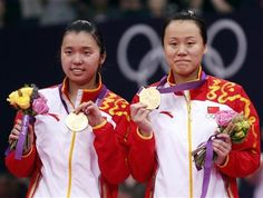 at the women's doubles badminton victory ceremony Badminton Tournament, Olympic Badminton, Sports Training, Opening Ceremony, Olympics, China, Blog, Women, Porcelain