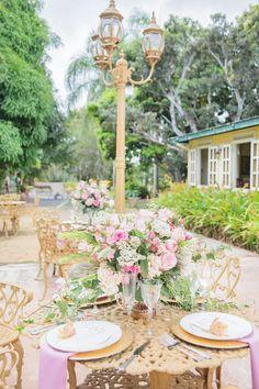 Garden wedding reception | Karism Photography | see more on: http://burnettsboards.com/2015/02/colonial-vintage-garden-wedding/