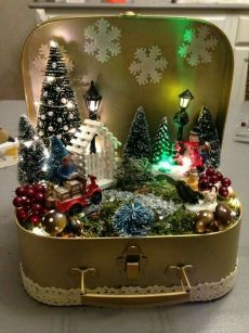 vintage christmas Affordable Christmas Decorations Ideas to Prepare For Christmas Celebration Christmas Scenes, Christmas Art, Christmas Projects, Winter Christmas, Christmas Wreaths, Christmas Ornaments, Christmas Ideas, Beautiful Christmas, Christmas Lights