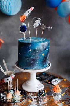 Space cake!#spaceparty#spaceship#spacepartycake#spacepartyideas#partystyling#partyideas#kidsparty#birthdayparty#merimeriparty