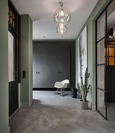 Fauteuil à bascule Eames Eames, Decoration Entree, Classic Architecture, Netherlands, Facade, Oversized Mirror, Restoration, Modern Design, Villa
