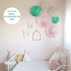 dco salle de jeux ou chambre pour les enfant avec un nuage de lanternes en papier color chambre de bb ou denfant ides dco nursery and kids