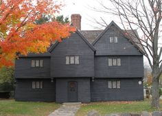 Had many a school field trip to The Jonathan Corwin House (The Salem Witch House) is the only structure still standing in Salem, Massachusetts with direct ties to the Salem witch trials of The house was bought by Judge Corwin in Salem Witch House, Salem Witch Trials, Haunted Places, Historic Homes, Halloween, Oh The Places You'll Go, Dream Vacations, Massachusetts, Old Houses