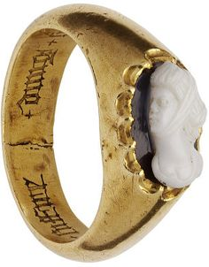 Gold ring, the hoop set with an onyx cameo of a female bust. The hoop inscribed inside in black letter + dung + seul + regart + vous + doibt + suffire, France, 15th century