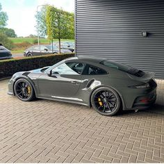 The Porsche 911 is a truly a race car you can drive on the street. It's distinctive Porsche styling is backed up by incredible race car performance. Porsche 911 Gt3, Porche 911, Porsche Carrera, Porsche Sports Car, Porsche Cars, Porsche Sportwagen, Gt3 Rs, Best Luxury Cars, Luxury Suv