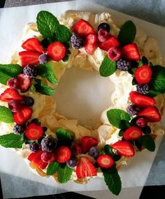 Your friends and family will be so impressed with this beautiful Berry Pavlova Christmas Wreath.
