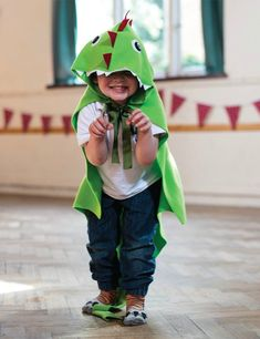 This Dragon Cape tutorial is extracted from The Knight Craft Bookby Laura Minter and Tia Williams, published by GMC For those days when your little knight is feeling fearsome, this cape will transform him into a dragon in no time. The costume is really easy to whip up—even if you have hardly any experience with […] Diy Dragon Costume, Dinosaur Costume, Viking Costume, Kids Costumes Boys, Up Costumes, Costume Ideas, Halloween Costumes, Halloween Halloween, Vintage Halloween