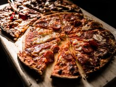 Pizza is a mans best friend. Pizza will never let you down. Pizza is everyone's best friend! 🍕 _ Clearly Pizza is the key! 🍕 _ Give us a call today! Flatbread Pizza, Pizza Sans Levain, Pizza Argentina, Chorizo, Pizza Legal, Pizza Cool, Pizza Lover, Food Porn, Pizza Restaurant