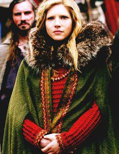 Lagertha and Rollo, Vikings, season Ragnar Lothbrok, Lagertha Vikings, Viking Queen, Viking Age, Viking Woman, Vestidos Viking, Larp, Bracelet Viking, Viking Series