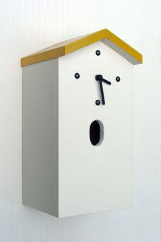Nistkastenuhr Casares-48 dekorative Designuhr für Terrasse und Garten kombiniert mit einem Nistkasten für Vögel aus witterungsbeständigem Holz  Fluglochweite 32 x 48 mm  für den Gartenrotschwanz