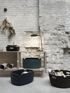 Bring nature into your interior with this Muuto Leaf table lamp. Based on a fresh, young leaf, it was designed by Broberg & Ridderstråle especially for Muuto. Scandinavian Living, Scandinavian Design, Scandinavian Interiors, Living Room Inspiration, Interior Inspiration, Muuto, Plastic Baskets, Cube Shelves, Round Basket