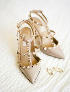 Valentino Rockstud Pumps, Valentino Shoes, Wedding Shoes Bride, Bridal Shoes, Birkenstock, All About Shoes, Pretty Shoes, Cool Boots, Mode Inspiration