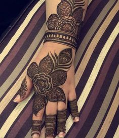 "6,365 mentions J'aime, 40 commentaires - Mehandi designs (@awesomemehandi) sur Instagram : ""plz tag the artist"""
