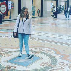 Sono più forte io!  #buenasuerte #schiacciarelepallealtoro #milan #portafortuna #toro #italy by nina_ian28